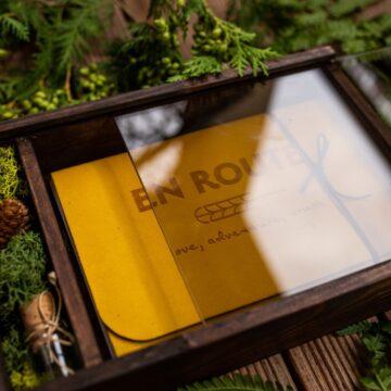 Pudełko skrzynkowe ze szkłem na zdjęcia 15x23cm i pendrive